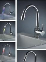 Смеситель для кухни с подсветкой воды Classic A00185